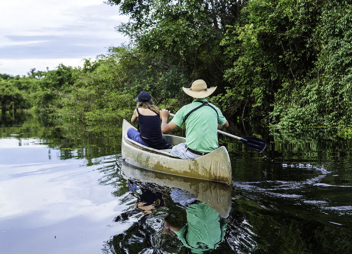 Kanosafari på Clarinhoelven i Pantanal